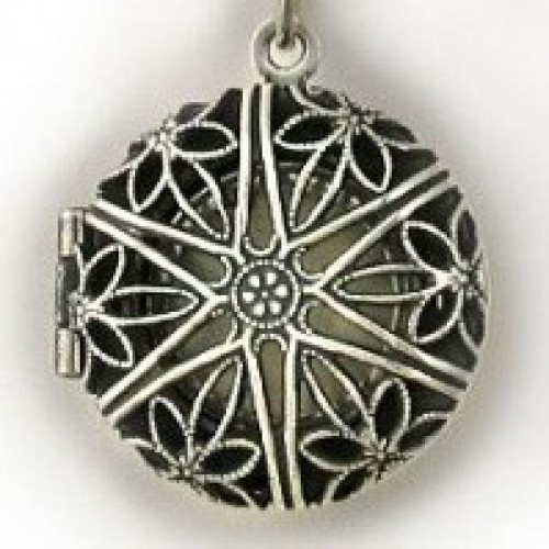Silver Antique Round Locket w/ Pearl